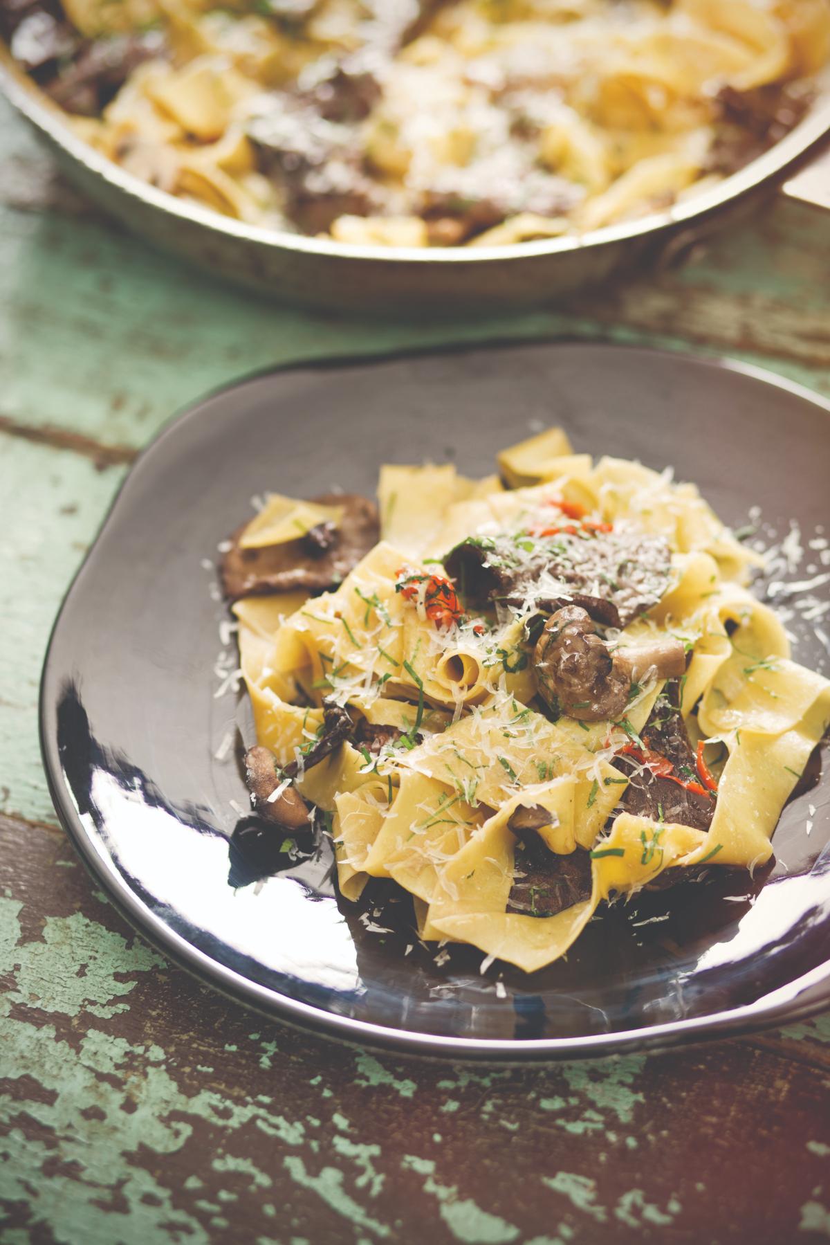Pappardelle con mix de hongos y queso de cabra Cocinar queso de cabra